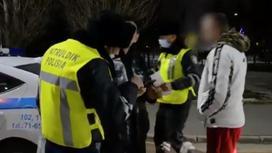 Полиция проверяет документы водителя