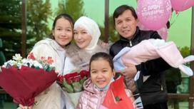 Абай Бегей с женой и детьми. Фото
