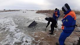 Машины провалились под лед в ЗКО