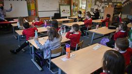Дети учатся в классе