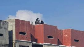 """Подростки на """"крыше"""" недостроенного дома"""