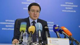 Акишев трижды в неделю изучает казахский язык