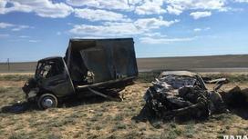 """""""Газель"""" и Camry сгорели дотла в результате аварии на трассе в Актау (фото)"""