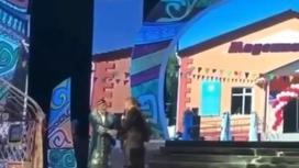 Төреғали өз концертінде залдан қуып жіберген қариядан ел алдында кешірім сұрады (видео)