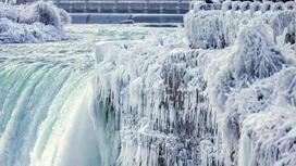 Ниагарский водопад превратился в лед из-за аномальных морозов (фото, видео)