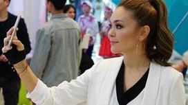 Сапарбаевпен қыдырып жүрген отандық әншінің суреті желіні жарды (фото)