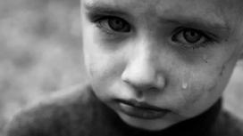 Женщина 7 лет морила голодом приемного ребенка ради большого пособия