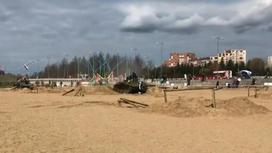 Танк наехал на людей во время фестиваля в России (видео)