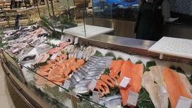 Рыбу с глистами продавали в алматинском гипермаркете
