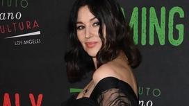 Жасы елуден асқан актрисаның мінсіз мүсініне көпшілік таңдай қақты (фото)