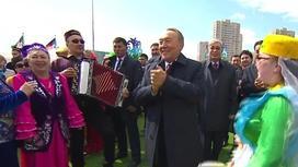 Как Назарбаев и Сагинтаев танцевали на площади в Астане