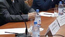 """""""Басшыға бағыну керек"""": Ақтөбелік жазушы Назарбаевтың кітабына пікір білдірді"""