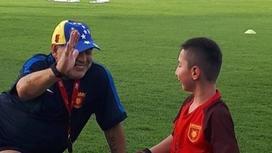 Атақты Марадона аяғы жоқ қазақстандық балақаймен футбол ойнады( видео)