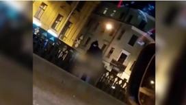 Қасиетті жерде жыныстық қатынасқа түскен жұп ұятқа қалды (видео)