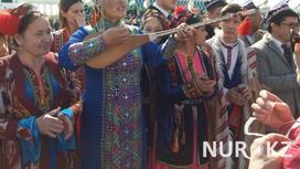 Для VIP-гостей, приглашенных на концерт в честь 1 мая в Астане, приготовили дождевики