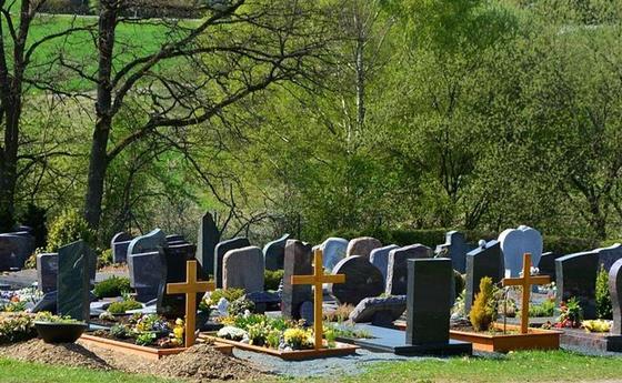 Павлодарец вызвал такси, чтобы вывезти украденные с кладбища оградки