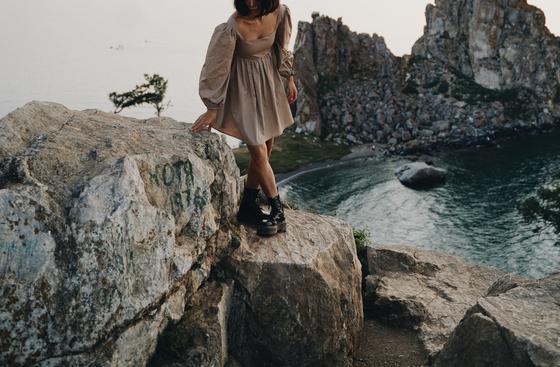 Сдержанное лаконичное платье в стиле минимализм