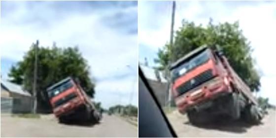 Самосвал провалился в асфальт в Абае Карагандинской области (видео)