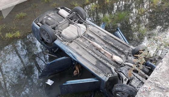 Автомобиль с пассажирами опрокинулся в БАК: пострадал 4-месячный ребенок (фото)
