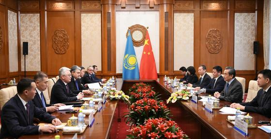 Ситуацию с этническими казахами обсудили в Пекине