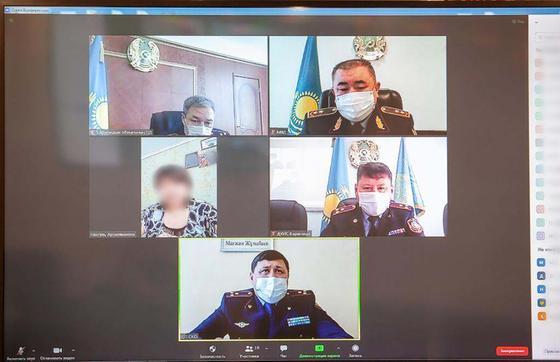 Глава МВД Ерлан Тургумбаев на онлайн-приеме