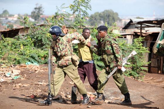 Кенияда поолицейлер карантинді сақтамаған 13 жастағы баланы атып тастады