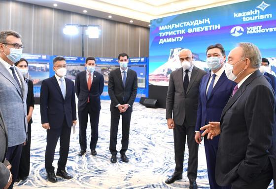 Назарбаев на презентации