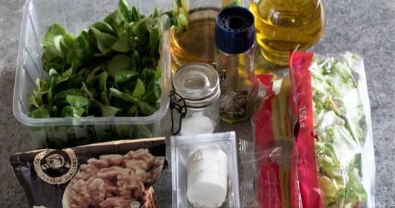 Салат с жареным козьим сыром, ингредиенты