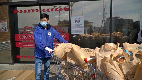 Нұр-Сұлтанда мұқтаждарға 600 мың маска таратылды: елордада аз қамтылған отбасыларға көмек көрсету жалғасуда