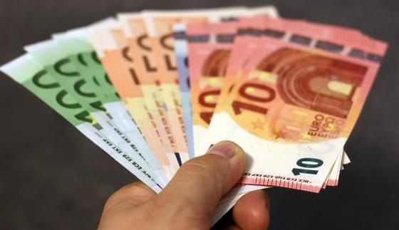 Испанцам раздадут по 500 евро просто так
