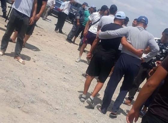 Массовый сбор людей и полиции объяснили в Туркестанской области