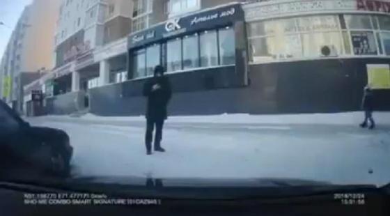 Вор попытался угнать автомобиль с помощью скана в Астане (видео)