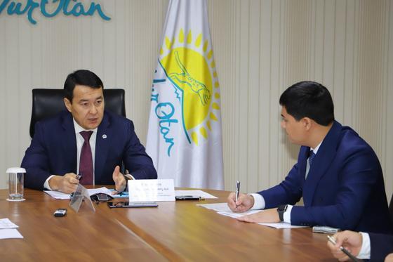 Алихан Смаилов провел личный прием граждан в республиканской общественной приемной партии «Nur Otan»
