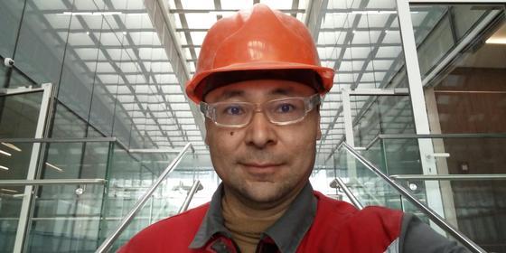 Житель Астаны продает все имущество, чтобы рекламировать Казахстан по всему миру