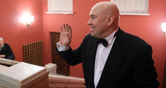 Российский актер Сухоруков сломал руку на сцене на глазах у зрителей