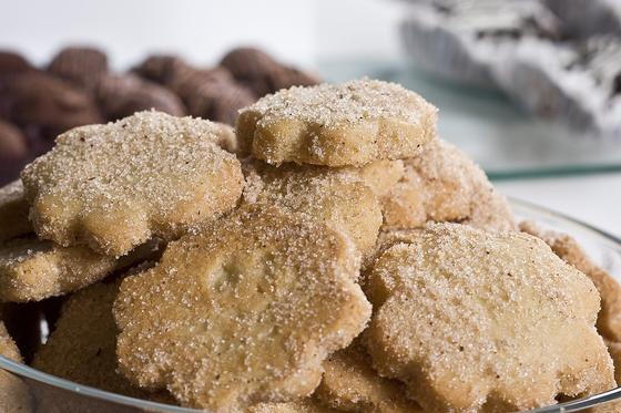 Песочное печенье на тарелке