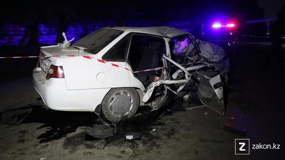 Машина, поврежденная в аварии в Алматы