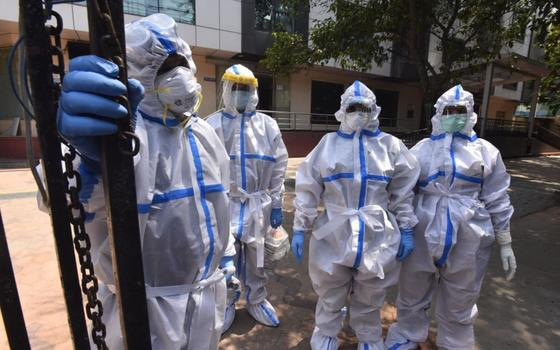 Более двух тысяч человек умерло от коронавируса в Индии за сутки