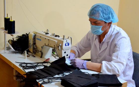 Ещё одна компания приступила к пошиву масок в Нур-Султане