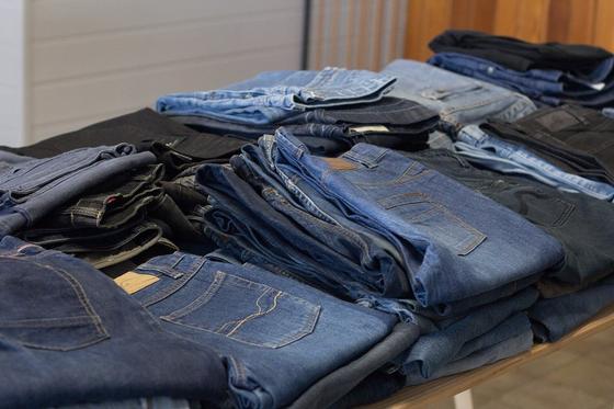 """Отказаться от новых джинсов в пользу вещей из """"секонд хэнда"""" призвали в ООН"""