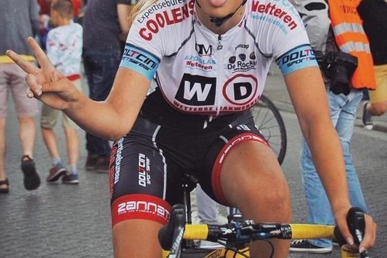 Красавица-велосипедистка: Пак Мунен покоряет сердца