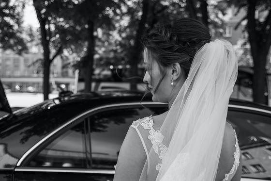Свадебная прическа с плетением и фатой