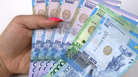 Почти 2 млн казахстанцев получили выплаты 42 500 тенге за июль
