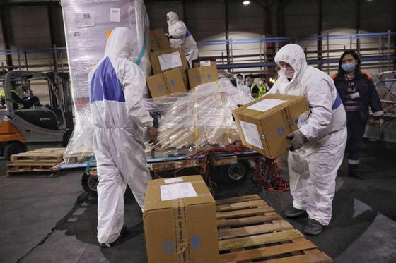 Почти полтонны лекарств в качестве гуманитарной помощи передала Турция Казахстану