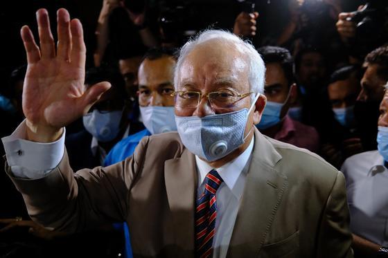 Бывшего премьера Малайзии признали виновным в коррупции