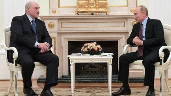 Лукашенко подарил Путину четыре мешка с картошкой cо своего огорода