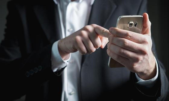Чего нельзя разрешать приложениям на смартфонах, рассказал эксперт