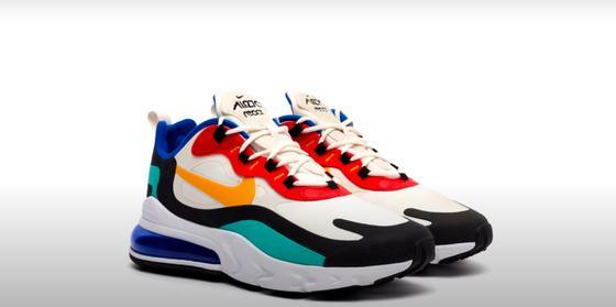 Яркие кроссовки в стиле 1990-х