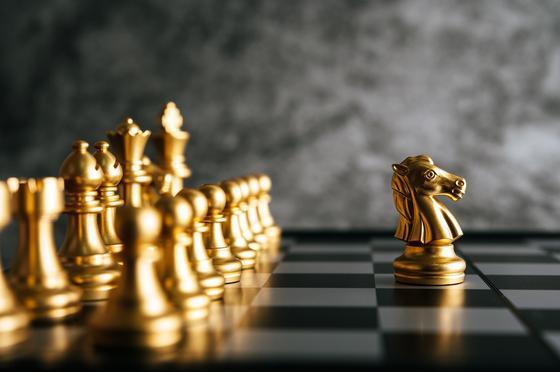 Шахматные фигуры из золота