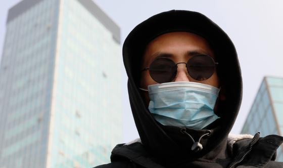 Главный хирург США назвал маски бесполезными в борьбе с коронавирусом